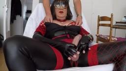 Qui veux jouer avec mon clito ?